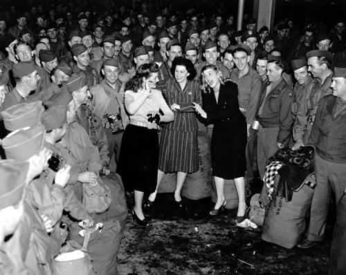 The Andrews Sisters & WWII Troops