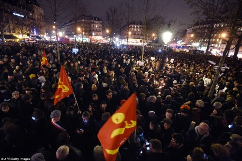 Peaceful_Hundreds_have_started_to_gather_in_the_Place_de_la_Repu-a-31_